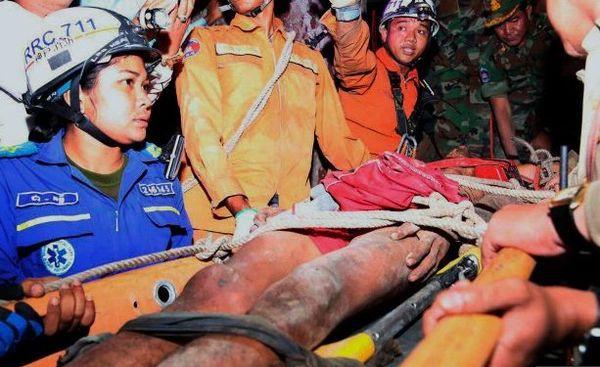 Giải cứu thanh niên mắc kẹt giữa khe núi suốt 3 ngày không thức ăn nước uống - Ảnh 2.