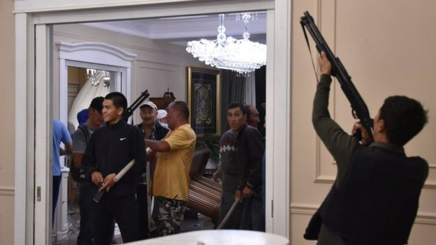 Cựu TT Atambayev chính thức bị bắt giữ trong cuộc đột kích lần 2 của lực lượng đặc nhiệm Kyrgyzstan - Ảnh 3.