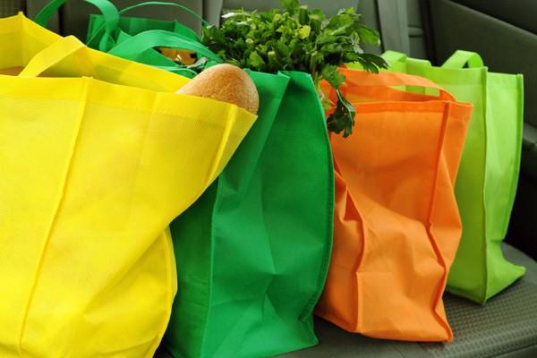 Hà Nội: Bà chị hào phóng, mua hẳn 150 chiếc túi bảo vệ môi trường để tặng các khách hàng khác cùng đi siêu thị - Ảnh 4.