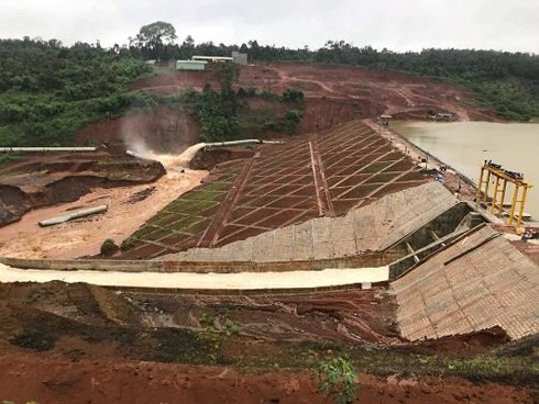 Thủy điện Đắk Kar: Sẵn sàng nổ mìn giải nguy cho hồ chứa đang bị kẹt van xả - Ảnh 2.