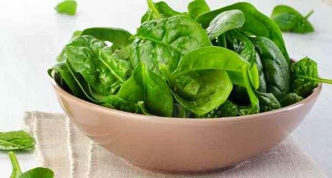 7 loại thực phẩm ngăn tóc bạc sớm và rụng - Ảnh 2.