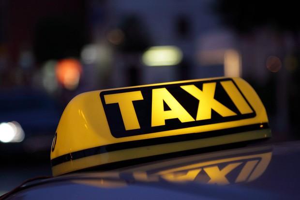 Ngạc nhiên chưa: Việt Nam vừa lọt top những quốc gia có giá taxi rẻ nhất thế giới! Đố bạn biết đắt nhất là nước nào? - Ảnh 1.