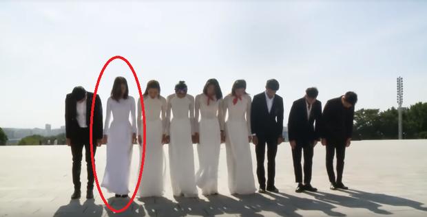 Đỗ Mỹ Linh lại dính nghi vấn được ưu ái khi mặc áo dài dâng hoa chủ tịch Kim Nhật Thành tại Triều Tiên - Ảnh 8.