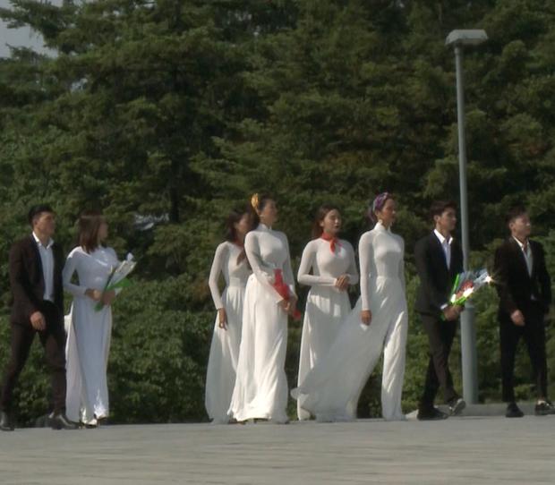Đỗ Mỹ Linh lại dính nghi vấn được ưu ái khi mặc áo dài dâng hoa chủ tịch Kim Nhật Thành tại Triều Tiên - Ảnh 5.