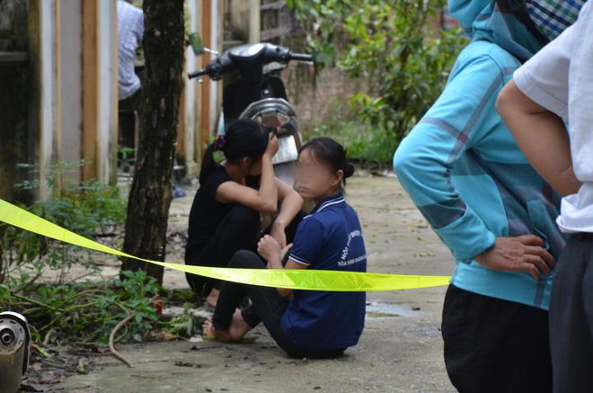 Hiện trường vụ anh truy sát gia đình em ruột khiến 5 người thương vong ở Hà Nội - Ảnh 3.