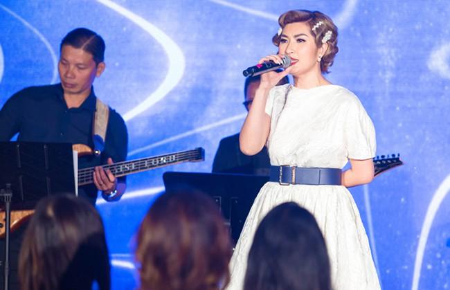 Nữ ca sĩ Việt từng bỏ xứ vì ảnh nóng giờ sống giàu sang trên đất Mỹ - Ảnh 2.