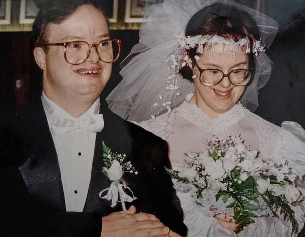 Chuyện tình cảm động của cặp đôi mắc hội chứng Down: Người tật nguyền cũng có hạnh phúc trọn vẹn, bất chấp sự phản đối của xã hội - Ảnh 3.