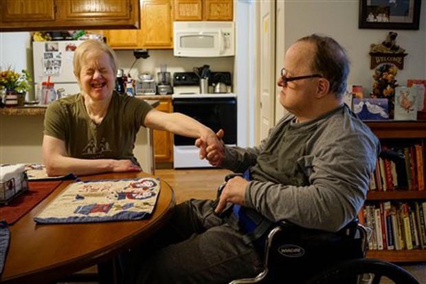 Chuyện tình cảm động của cặp đôi mắc hội chứng Down: Người tật nguyền cũng có hạnh phúc trọn vẹn, bất chấp sự phản đối của xã hội - Ảnh 4.