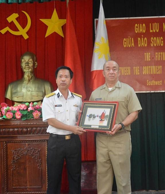 Hải quân Việt Nam và Philippines giao lưu tại đảo Song Tử Tây - ảnh 4