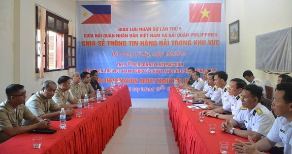 Hải quân Việt Nam và Philippines giao lưu tại đảo Song Tử Tây - ảnh 3