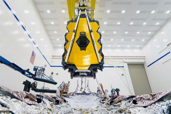 Khám phá bí ẩn trong kính thiên văn lớn nhất lịch sử do NASA chế tạo - Ảnh 1.