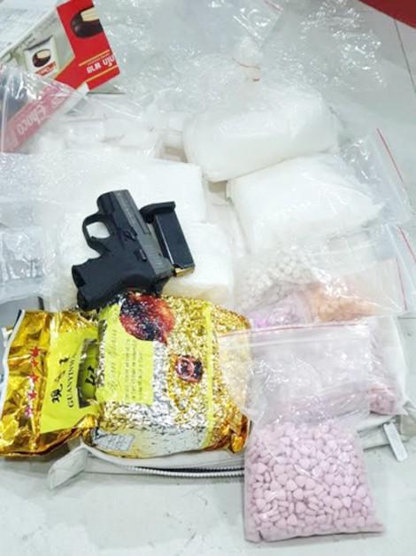 Xóa sổ đường dây ma túy lớn, thu 25kg ma túy và 2 khẩu súng - Ảnh 1.