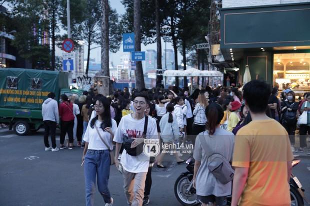 """Hàng nghìn fan """"bóp nghẹt"""" sự kiện hội tụ Ji Chang Wook và dàn sao hot tại TP.HCM, BTC thông báo huỷ phút chót vì an toàn - Ảnh 1."""