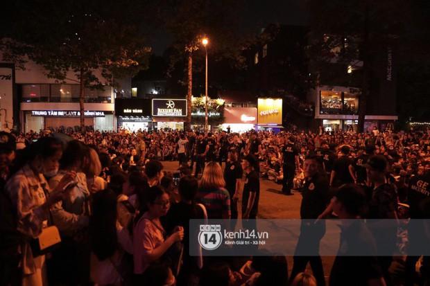 """Hàng nghìn fan """"bóp nghẹt"""" sự kiện hội tụ Ji Chang Wook và dàn sao hot tại TP.HCM, BTC thông báo huỷ phút chót vì an toàn - Ảnh 11."""