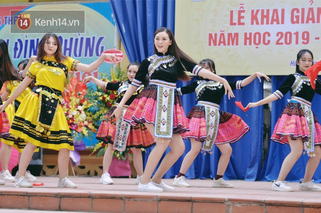 Dàn Hoa hậu Thế giới Việt Nam gây bão khi về lại trường khai giảng: Thùy Linh và Kiều Loan quá xinh, Tường San bất ngờ nhảy cover - Ảnh 13.