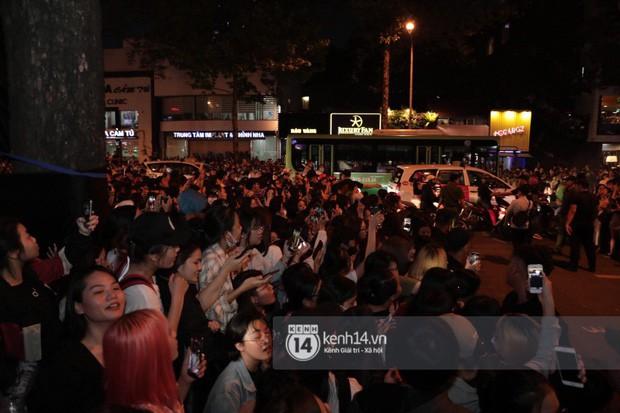 """Hàng nghìn fan """"bóp nghẹt"""" sự kiện hội tụ Ji Chang Wook và dàn sao hot tại TP.HCM, BTC thông báo huỷ phút chót vì an toàn - Ảnh 13."""
