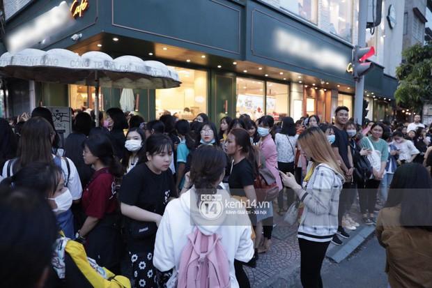 """Hàng nghìn fan """"bóp nghẹt"""" sự kiện hội tụ Ji Chang Wook và dàn sao hot tại TP.HCM, BTC thông báo huỷ phút chót vì an toàn - Ảnh 3."""