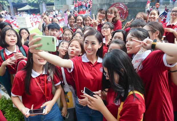 Dàn Hoa hậu Thế giới Việt Nam gây bão khi về lại trường khai giảng: Thùy Linh và Kiều Loan quá xinh, Tường San bất ngờ nhảy cover - Ảnh 4.