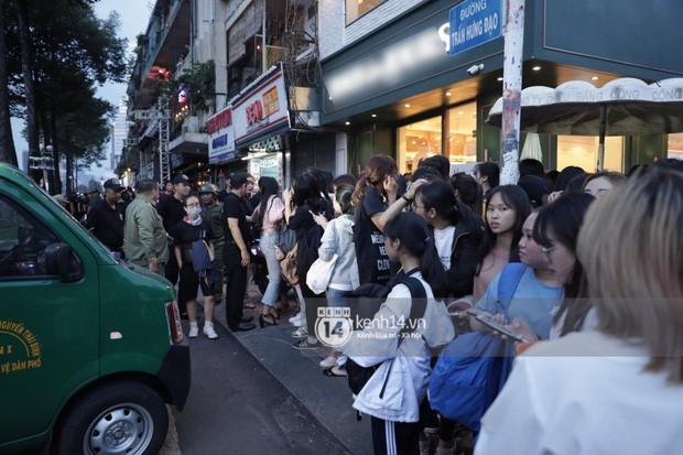 """Hàng nghìn fan """"bóp nghẹt"""" sự kiện hội tụ Ji Chang Wook và dàn sao hot tại TP.HCM, BTC thông báo huỷ phút chót vì an toàn - Ảnh 4."""