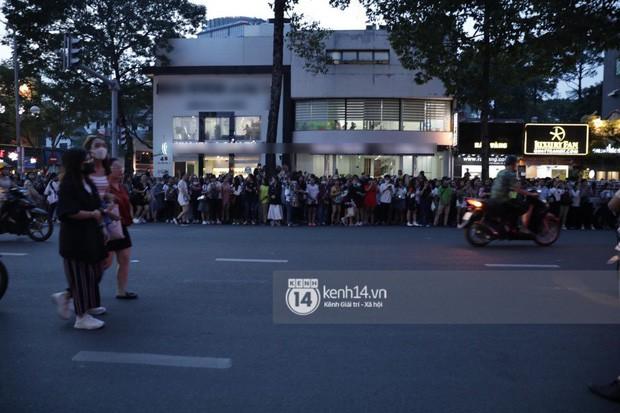 """Hàng nghìn fan """"bóp nghẹt"""" sự kiện hội tụ Ji Chang Wook và dàn sao hot tại TP.HCM, BTC thông báo huỷ phút chót vì an toàn - Ảnh 6."""