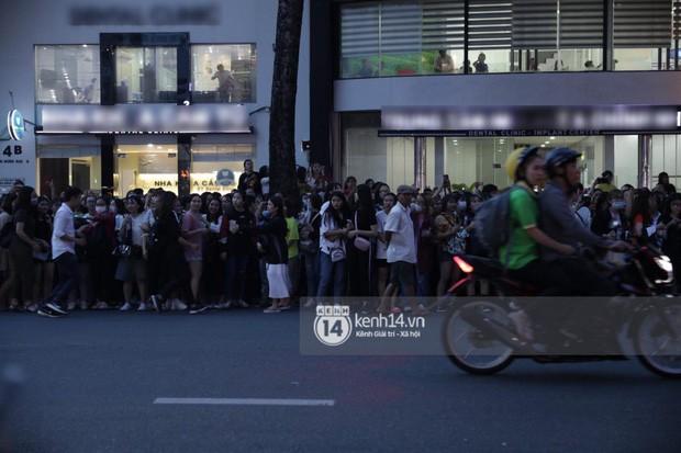 """Hàng nghìn fan """"bóp nghẹt"""" sự kiện hội tụ Ji Chang Wook và dàn sao hot tại TP.HCM, BTC thông báo huỷ phút chót vì an toàn - Ảnh 7."""