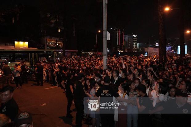 """Hàng nghìn fan """"bóp nghẹt"""" sự kiện hội tụ Ji Chang Wook và dàn sao hot tại TP.HCM, BTC thông báo huỷ phút chót vì an toàn - Ảnh 9."""