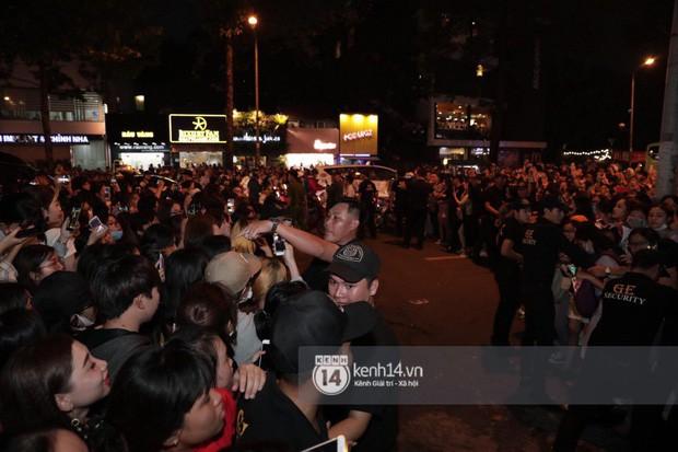 """Hàng nghìn fan """"bóp nghẹt"""" sự kiện hội tụ Ji Chang Wook và dàn sao hot tại TP.HCM, BTC thông báo huỷ phút chót vì an toàn - Ảnh 10."""
