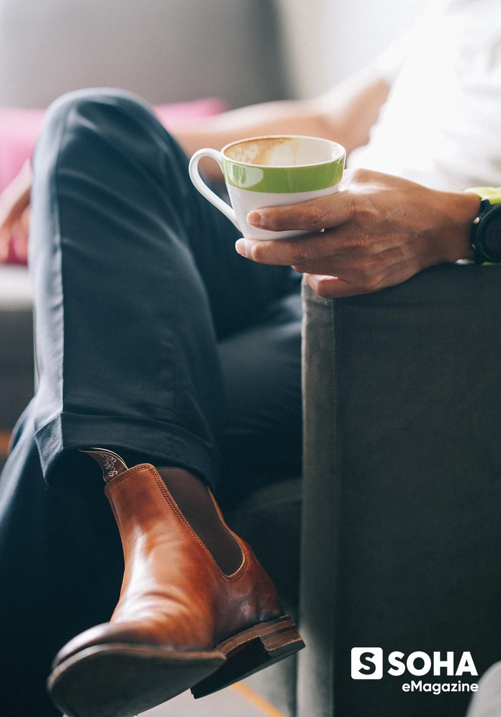 Chủ tịch tập đoàn nghìn tỷ, 10 năm chỉ đi một đôi giày, cuối tuần tự lái xe chở khách và khoản từ thiện trọn đời cho Đại học Fulbright - Ảnh 11.