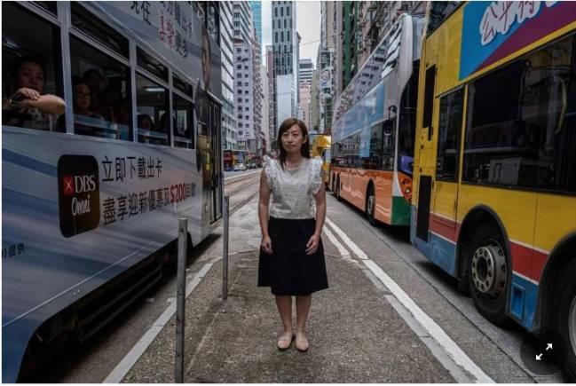 Chuyện nữ cảnh sát Hồng Kông cởi áo từ nhiệm vì không muốn trấn áp biểu tình - Ảnh 2.
