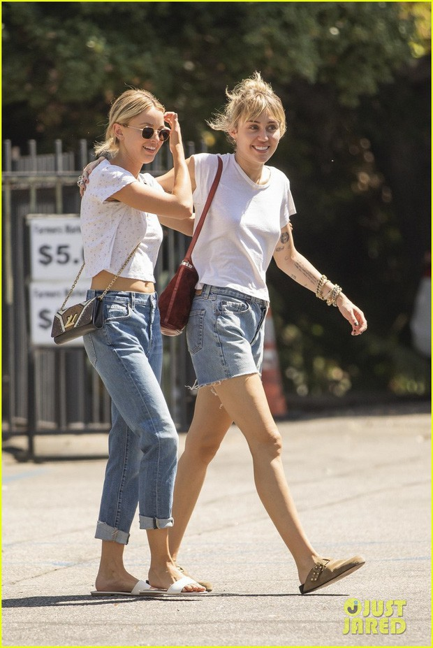 Miley Cyrus và bạn gái đẹp đôi, ton sur ton dạo phố - ảnh 6