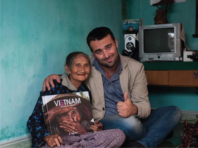 Khoảnh khắc lấy tay che miệng cười và hành trình trở thành cụ bà Việt đẹp nhất thế giới - ảnh 4