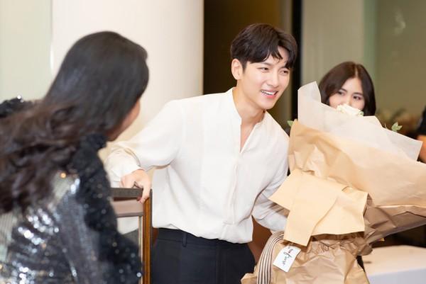Khối tài sản khổng lồ của người đẹp mời được 2 tài tử Hàn Quốc sang Việt Nam giao lưu - Ảnh 3.