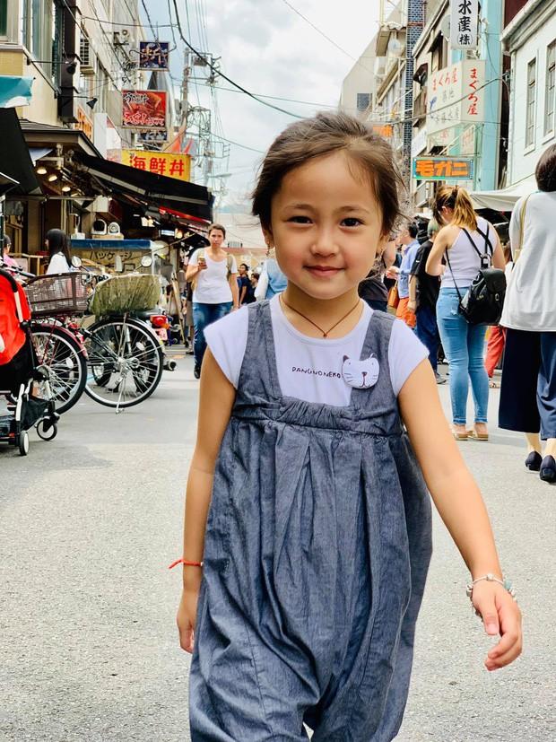 Tan chảy vì ảnh đời thường của con gái 4 tuổi Hoa hậu Hà Kiều Anh: Ngày càng xinh, dự sẽ thành tiểu mỹ nhân Vbiz - Ảnh 1.