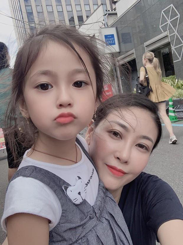Tan chảy vì ảnh đời thường của con gái 4 tuổi Hoa hậu Hà Kiều Anh: Ngày càng xinh, dự sẽ thành tiểu mỹ nhân Vbiz - Ảnh 2.