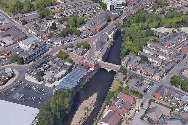 Dòng sông Irwell, nơi đứa bé vô tội đã bị ném xuống đến tử vong.