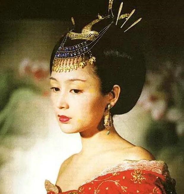 Trần Hồng: Nàng Điêu Thuyền đẹp hơn cả Vương Tổ Hiền, khiến netizen Hàn phải mê mẩn đến mức phong Đệ nhất mỹ nhân Cbiz - Ảnh 4.
