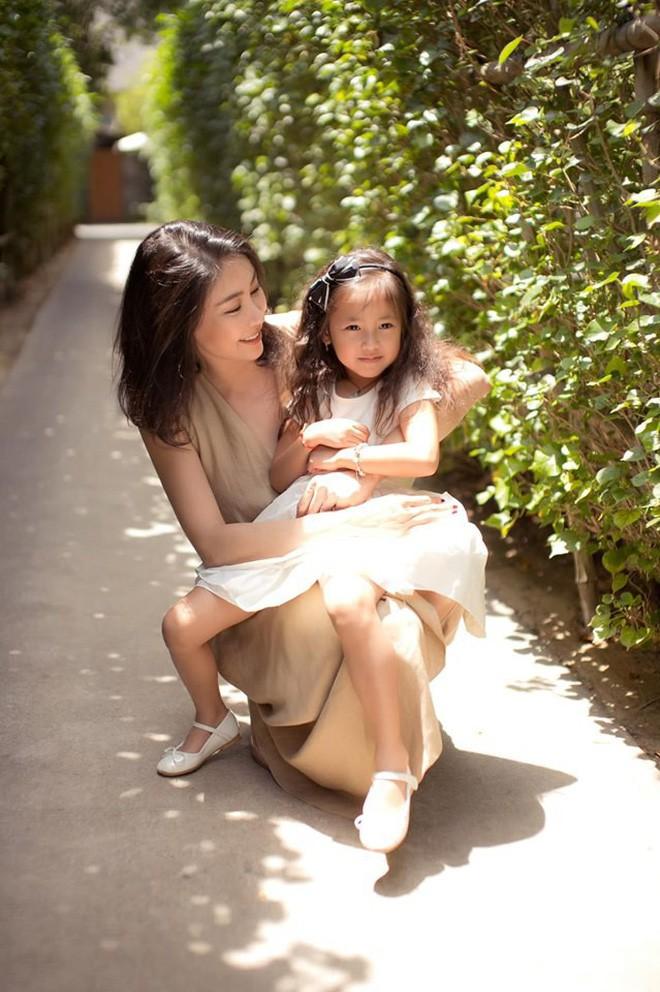 Tan chảy vì ảnh đời thường của con gái 4 tuổi Hoa hậu Hà Kiều Anh: Ngày càng xinh, dự sẽ thành tiểu mỹ nhân Vbiz - Ảnh 4.