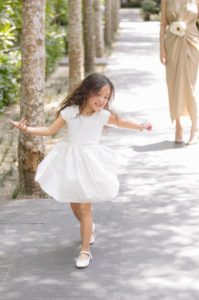 Tan chảy vì ảnh đời thường của con gái 4 tuổi Hoa hậu Hà Kiều Anh: Ngày càng xinh, dự sẽ thành tiểu mỹ nhân Vbiz - Ảnh 5.