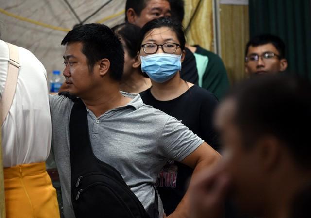 Hà Nội: Chen nhau xếp hàng mua bánh Trung thu khiến phố Thụy Khuê ùn tắc nghiêm trọng - Ảnh 8.