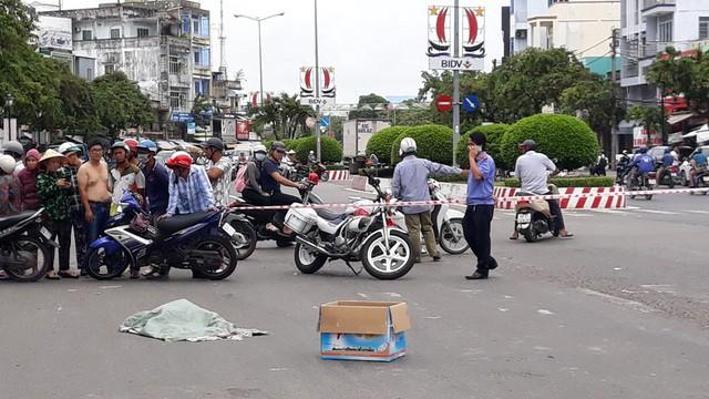 Lời khai của người phụ nữ đi xe máy đánh rơi bao tải chứa nhiều xác thai nhi xuống đường - Ảnh 6.