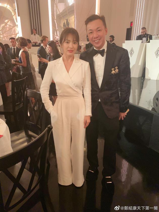 Sau câu nói tôi ổn, Song Hye Kyo tự tin để mặt mộc xuất hiện tươi tắn trên đường phố New York - Ảnh 1.
