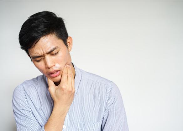 Đau răng 1 năm mới đi khám, cậu bé 15 tuổi khiến bác sĩ sốc khi bị ăn mòn 1 nửa xương hàm phải do ung thư - Ảnh 2.