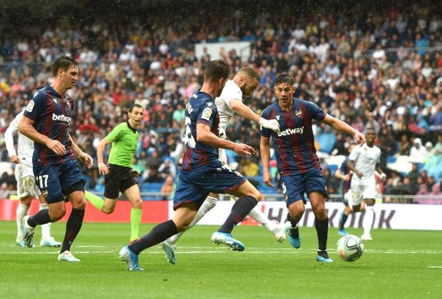 Giải VĐQG Tây Ban Nha: Tân binh 100 triệu euro Eden Hazard ra mắt, Real Madrid suýt mất điểm trên sân nhà - Ảnh 4.