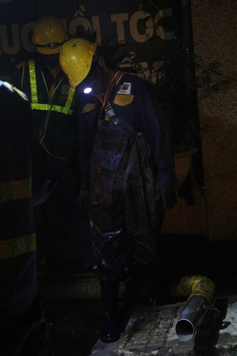 Xuyên đêm hút bùn, khơi thông hệ thống thoát nước quanh Công ty Rạng Đông - Ảnh 4.