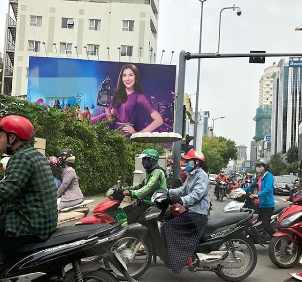 Louis phấn khích khi thấy vợ trên quảng cáo, Hà Tăng có phản ứng gây chú ý sau dòng chia sẻ đầy tâm trạng - Ảnh 1.