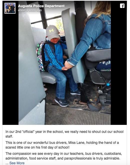Bức ảnh chụp bé trai khóc sướt mướt ngày đầu tiên đi học và hành động của nữ tài xế được dân mạng lẫn cảnh sát khen ngợi hết lời - Ảnh 2.