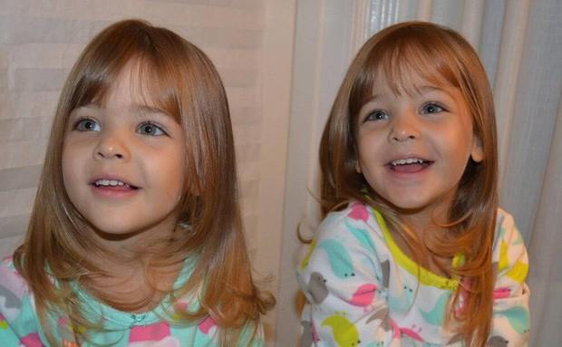 Cặp chị em song sinh đẹp nhất thế giới nay đã lớn: Sở hữu 1,4 triệu follow trên Instagram, mới 9 tuổi đã cá kiếm cả triệu đô mỗi năm - Ảnh 2.