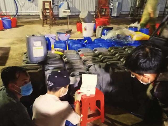 Lý lịch ông trùm xưởng sản xuất ma túy người TQ mới bị bắt tại VN: Tiền án chung thân, bị trấn áp tại TQ - Ảnh 2.