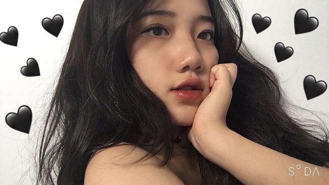 Hotgirl áo dài Đà Nẵng gây sốt bởi góc nghiêng cực giống Suzy, sở hữu hơn 12k follow Instagram và hàng chục clip triệu view - Ảnh 2.
