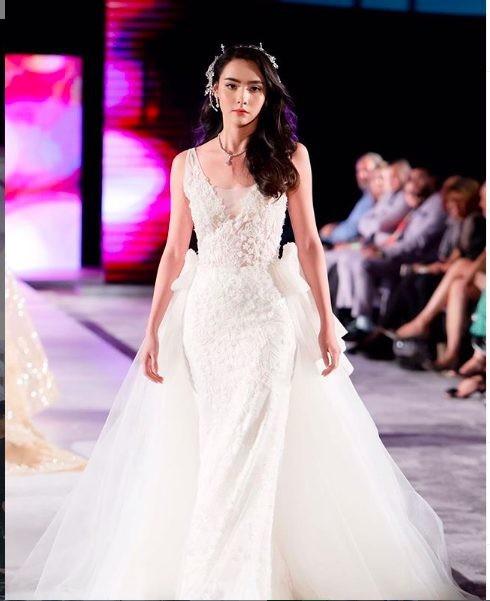 Bạn gái Messi Thái trở thành cô dâu kiều diễm - Ảnh 1.